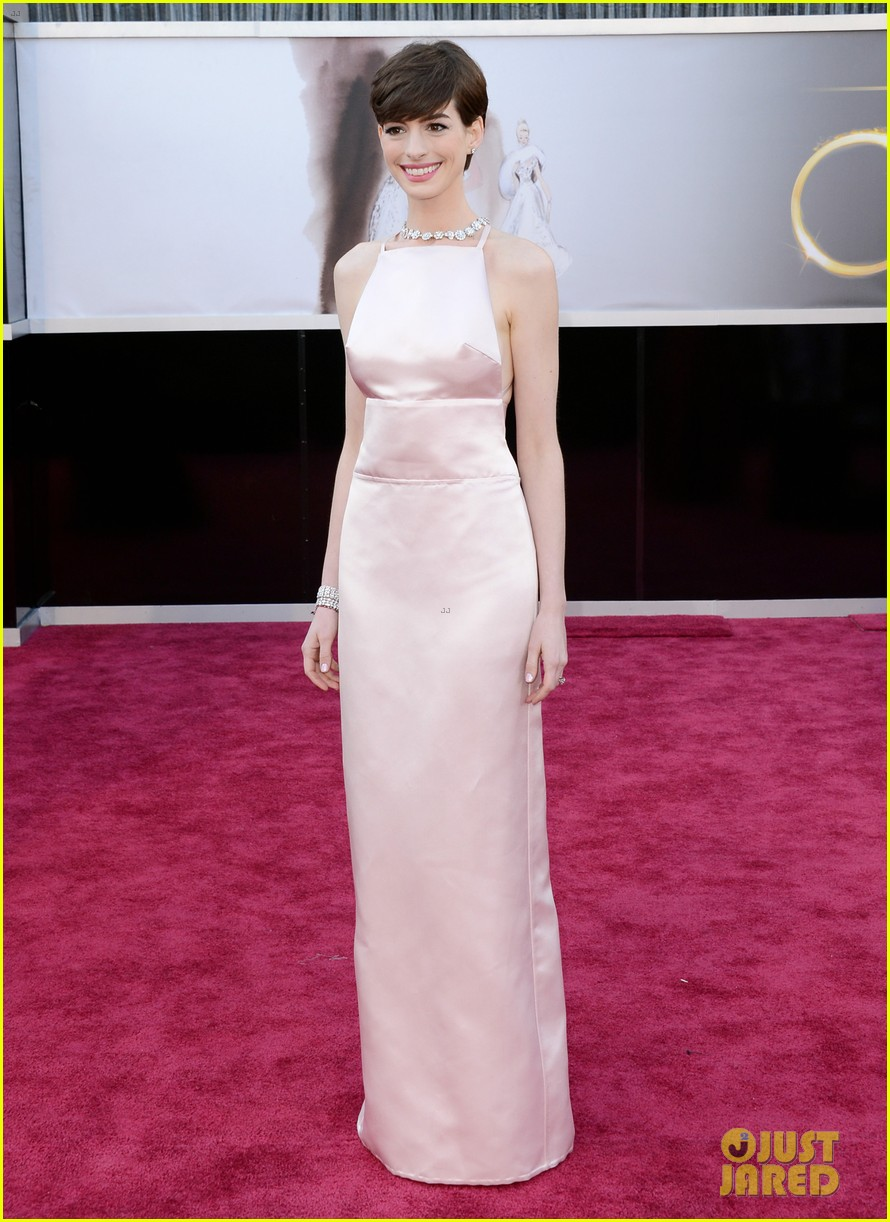 anne-hathaway-wins-best-supporting-actress-oscar-2013-01