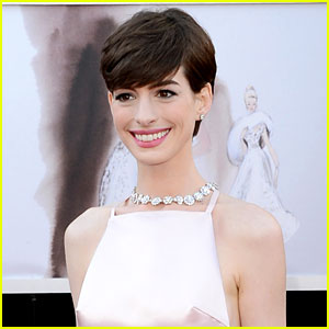 anne-hathaway-wins-best-supporting-actress-oscar-2013