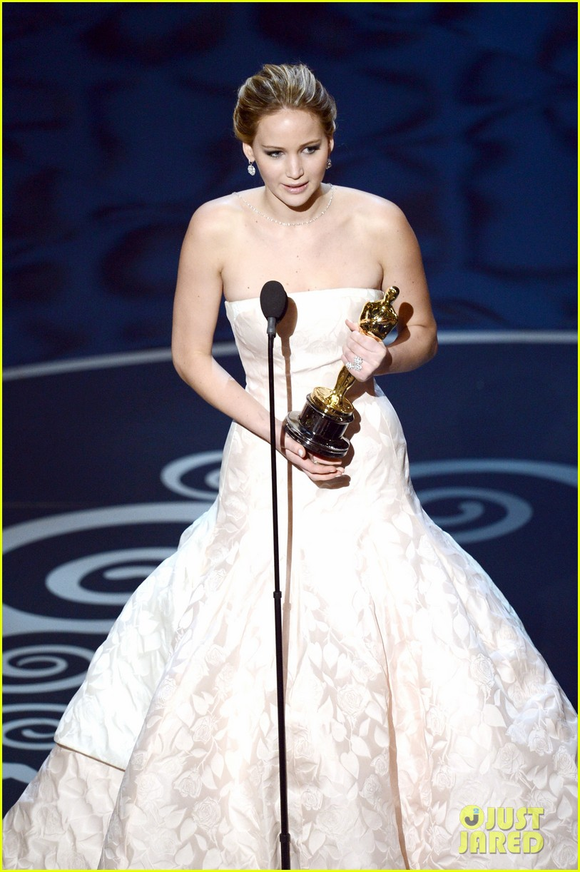 jennifer-lawrence-wins-best-actress-falls-on-stage-03
