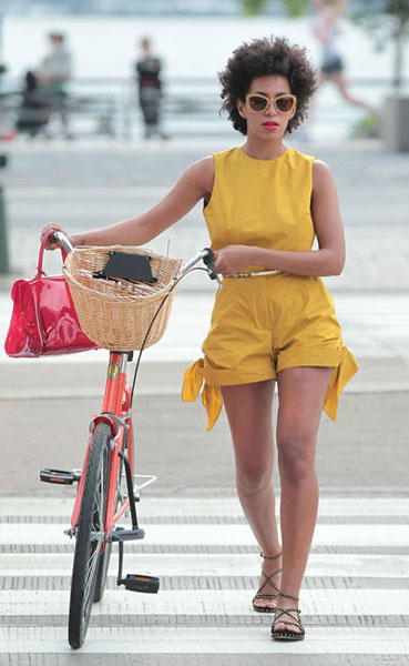 Solange-Knowles-1-yellow-playsuit