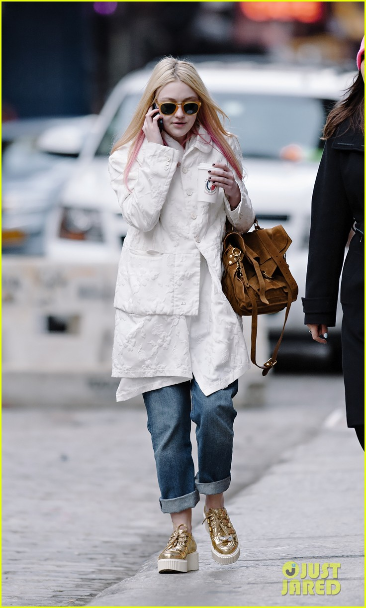 dakota-fanning-pink-hair-pretty-02