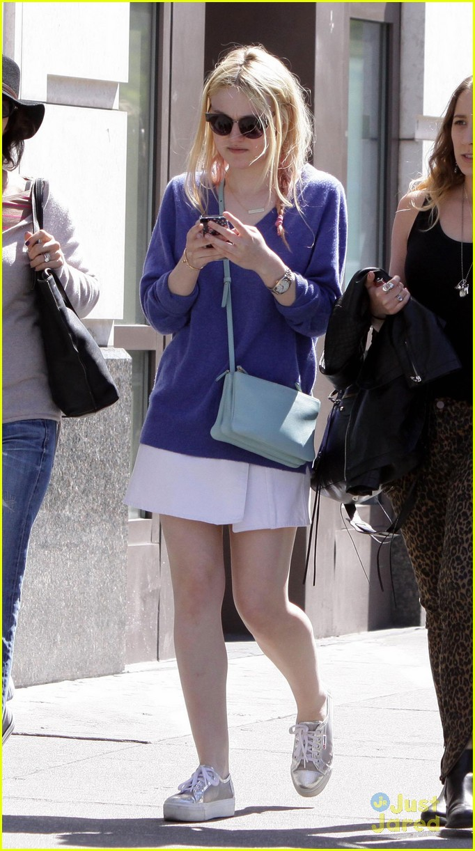 dakota-fanning-west-village-cutie-05