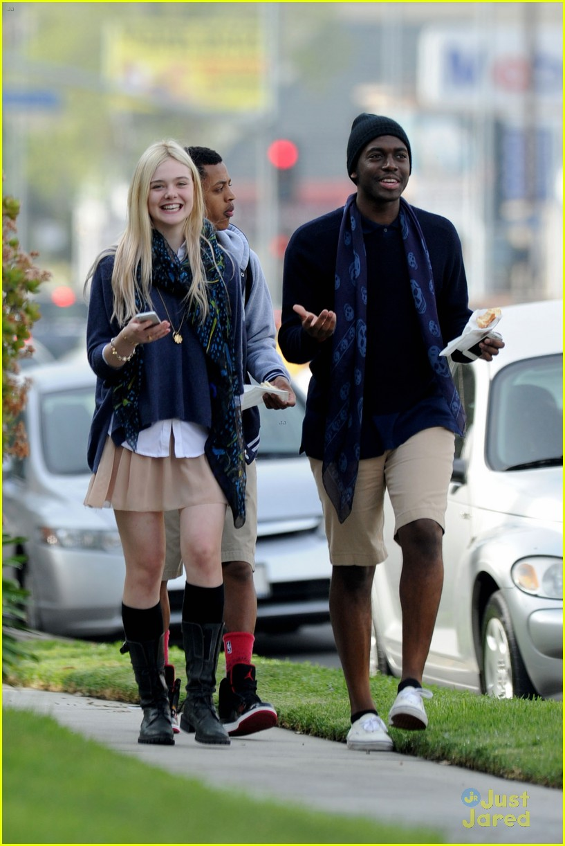 elle-fanning-angelina-jolie-is-the-coolest-person-02