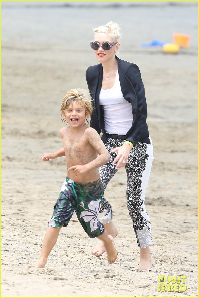 Gwen Stefani and her boys hit the beach with style - Part 2