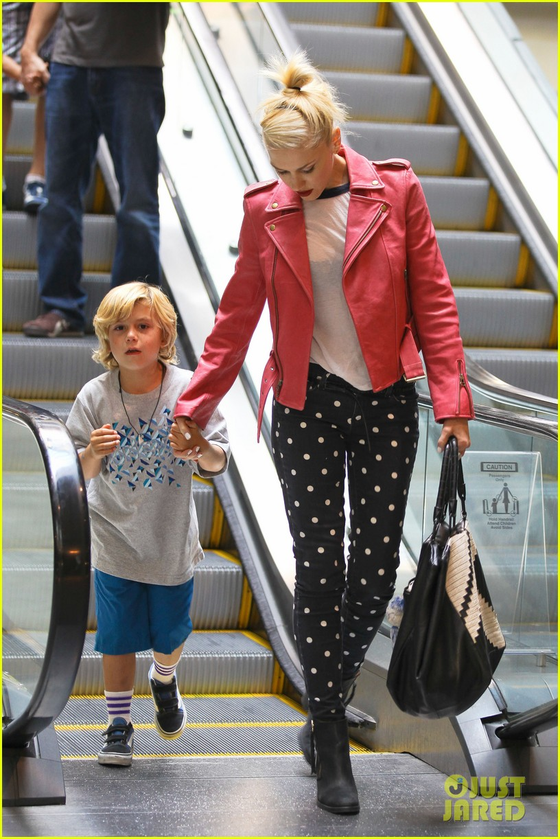 Gwen Stefani takes the kids to the movies