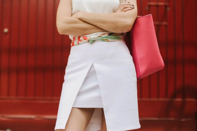 roupa branca com rosa